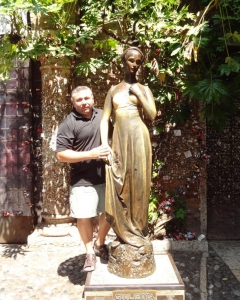 Juliet bronze statue, n° 23 of Via Cappello, Verona, Italy 2015