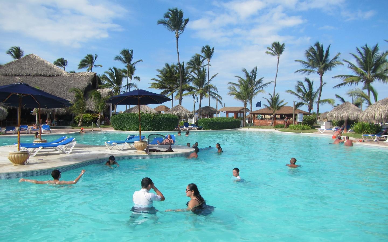 2016 Dominican Republic- Punta Cana - Tamas - VIK Hotel Pool